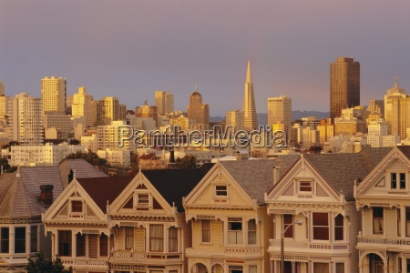 the painted ladies victorian houses on
