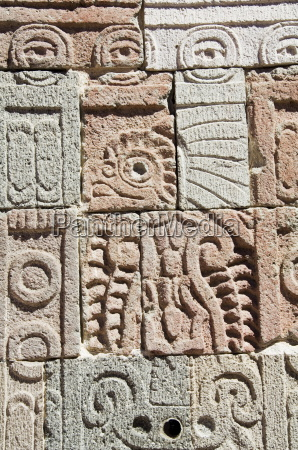 columns depicting the quetzal bird palace