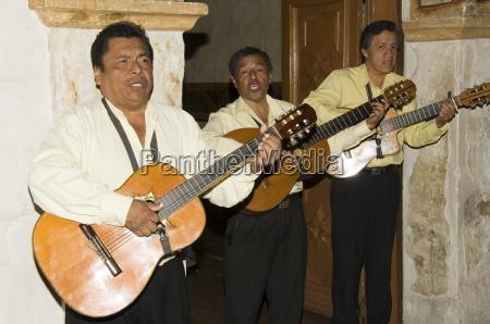 guitarists play at the camino real
