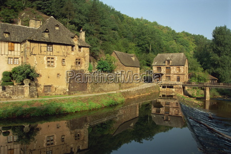 tranquil scene of reflections in water