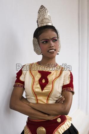 kandyan dance considered the national dance