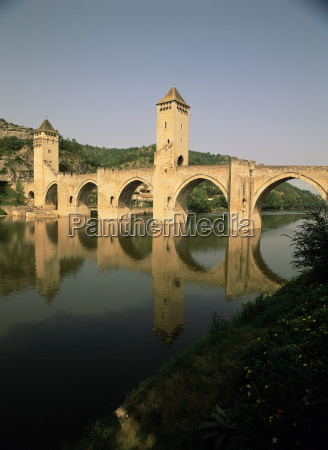 the medieval pont valentre over the