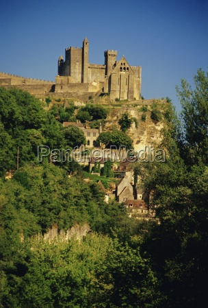 chateau de beynac river dordogne dordogne