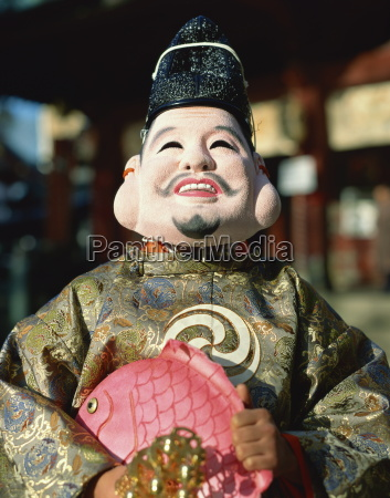 maskierte figur am festival japan asien