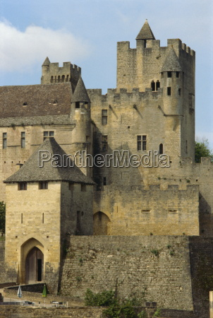chateau beynac dordogne france europe