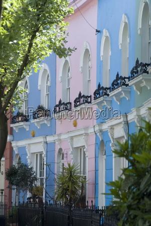 pastell bemalte reihenhaeuser kelly street kentish