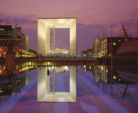la grande arche and reflection la