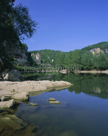river dordogne and castle la roque