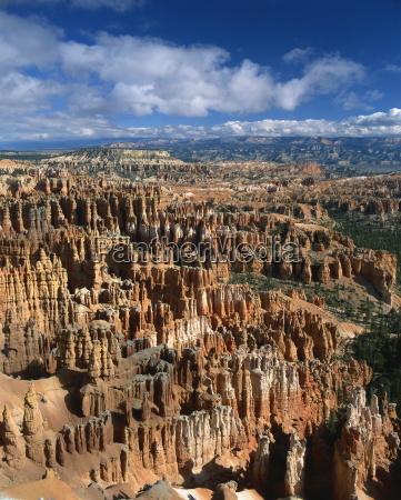 pinnacles und felsformationen die durch erosion