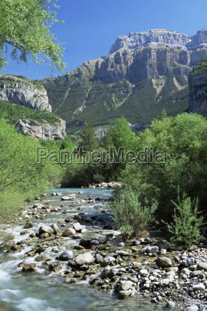 torla the river ara and mondarruego