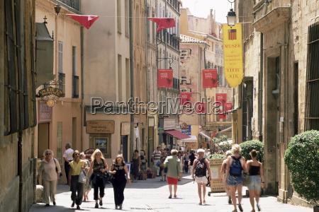 people in the rue gaston de