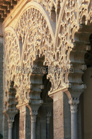 intricately carved moorish architecture lining the