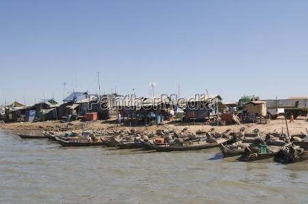tonle sap lake vietnamese boat people