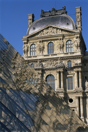 la pyramide and musee du louvre