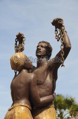 statue des esclaves statue commemorationg the