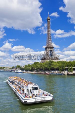 bateaux mouches tour boat on river