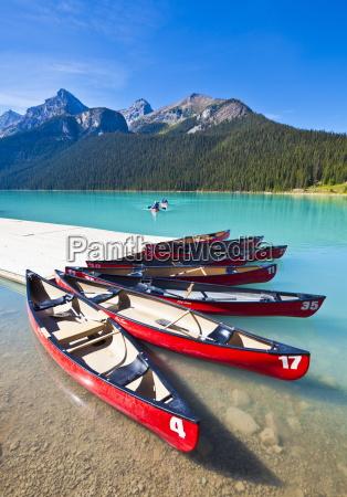 rote kanus mieten auf lake louise
