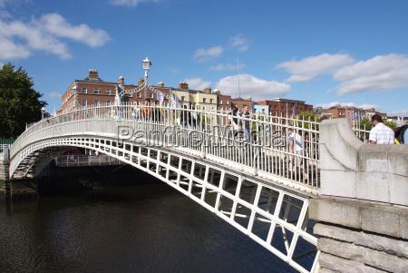 halfpenny bridge over river liffey dublin