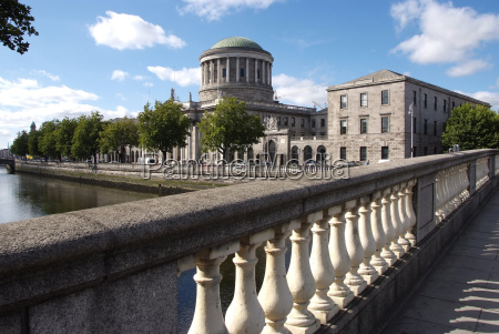 four courts and river liffey dublin