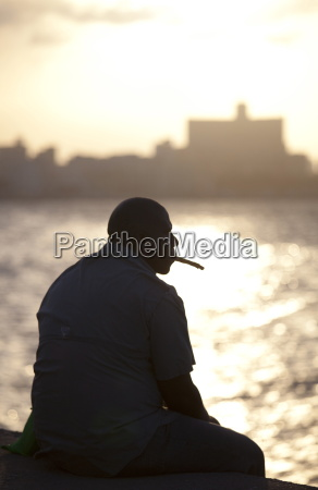 zigarre maenner mann fahrt reisen farbe