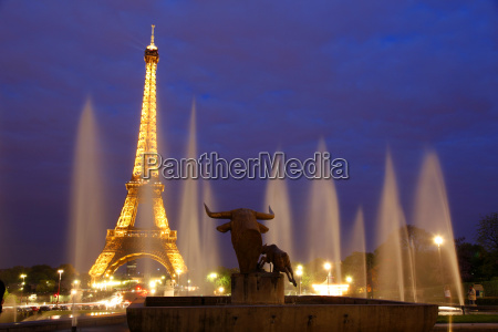 eiffel tower and trocadero at night