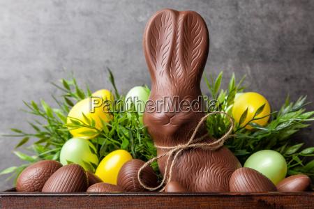 traditionelle ostern schokolade hase und eier