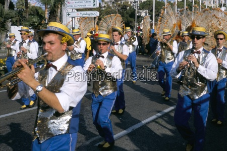 musicians in the parade battle of