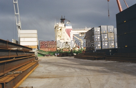 loading of container ship port of