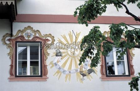 detail der traditionellen sonneborduhr sonnenuhr an