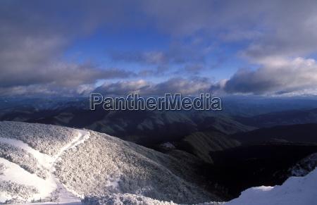 landschaft der schneebedeckten schnee zahnfleisch mountain