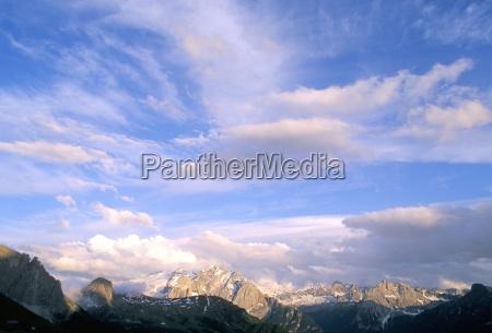 wolken ueber marmoladagruppe 3342m dolomiten suedtirol