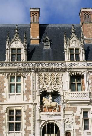 facade de laile louix xii chateau