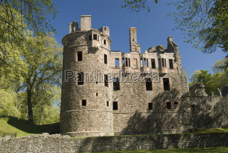 huntly castle huntly 10 miles east