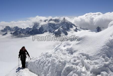 bergsteiger und kletterer mont blanc franzoesische