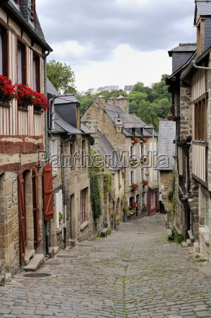 ancient cobbled street and houses rue