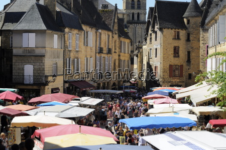 market day in place de la