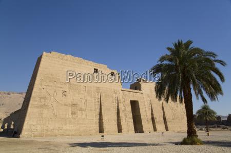 first pylon medinet habu mortuary temple