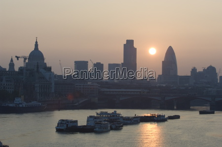 suise over the city of london