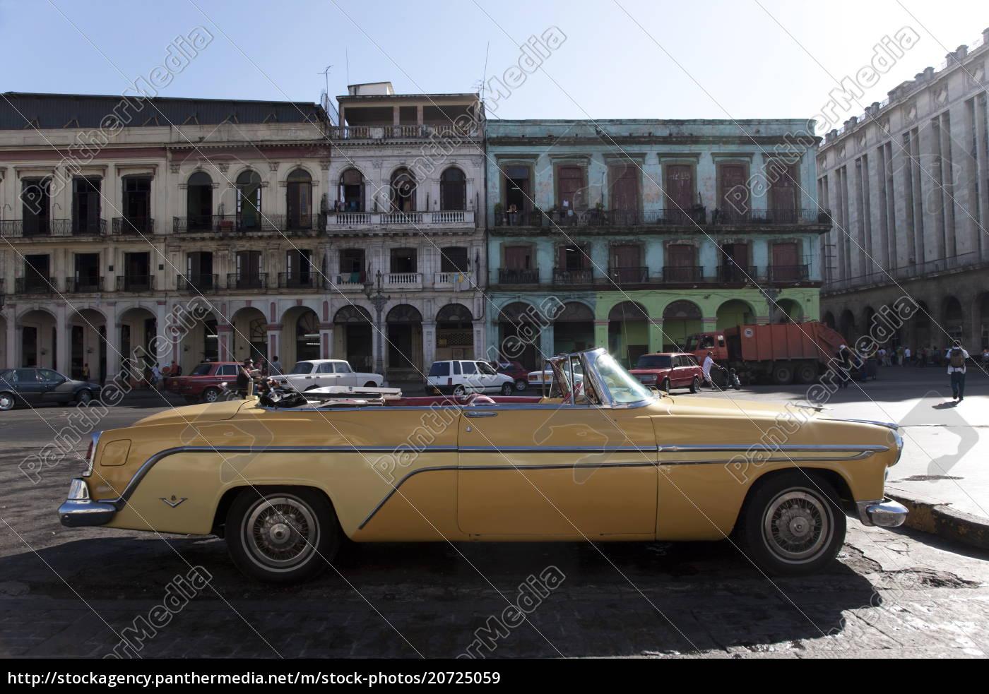 Lizenzpflichtiges Bild 20725059 Altes Auto Außerhalb Des Capitolio Havana Kuba Antillen