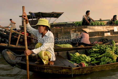 cai rang floating market on the