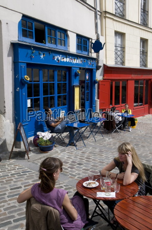 outdoor cafe rue barres marais quarter