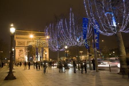 christmas lights and the arc de