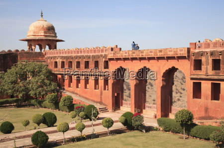 mughal gardens jaigarh fort victory fort