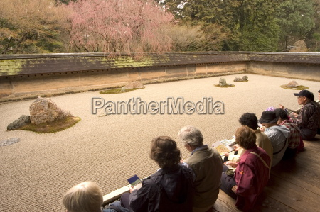 watching and contemplating at ryoanji temple