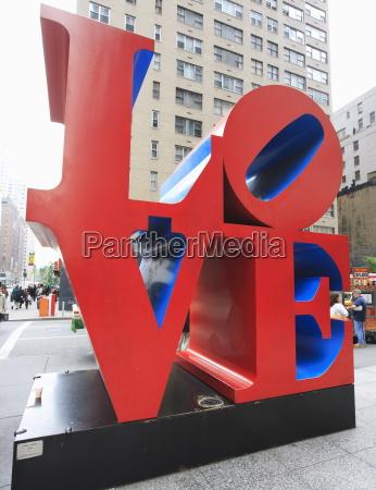 die pop art love skulptur von