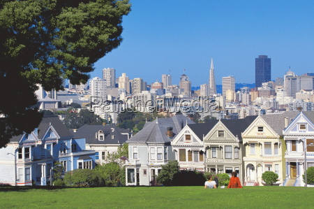 alamo square with city skyline in