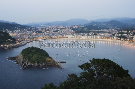 san sebastian bay at night basque