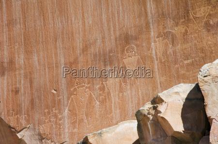 petroglyph rock art in capitol reef