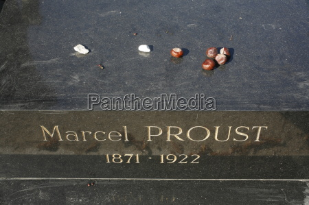 marcel prousts grave at pere lachaise