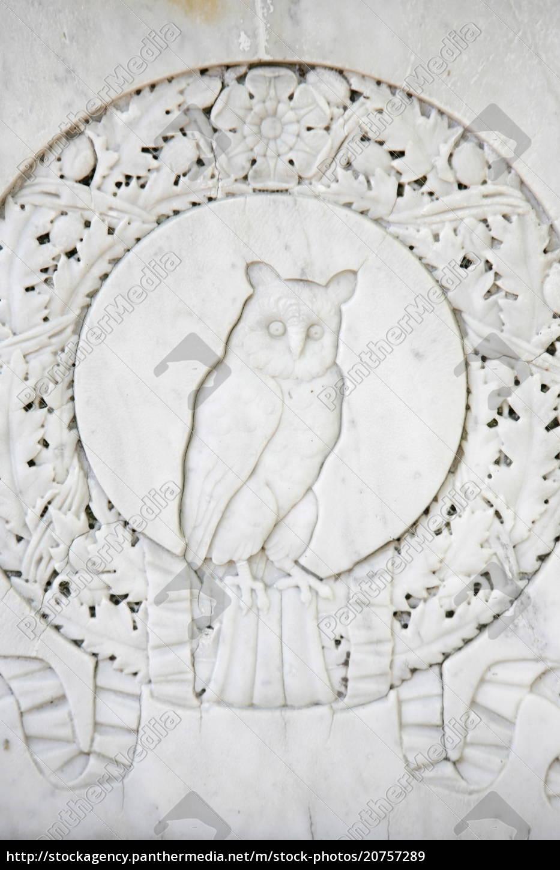 eule-skulptur, auf, dem, friedhof, von, pere - 20757289